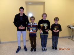 Les 4 Jeunes avec Coupes & Trophées